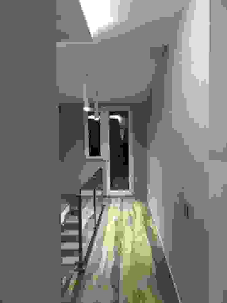 antonio giordano architetto Minimalist corridor, hallway & stairs