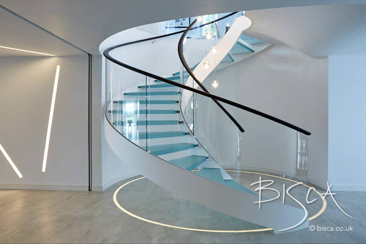 Multi-flight, Multi-Texture, Helical Stairs Design por Bisca Staircases Moderno MDF