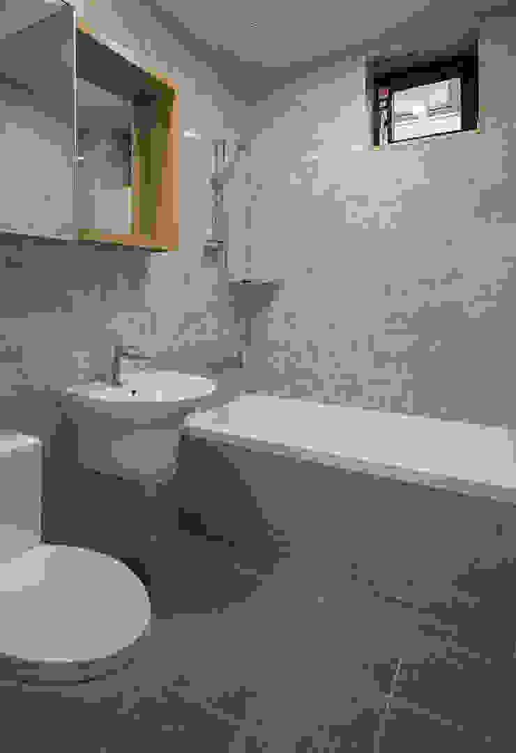 세곡동 3가구 주택 모던스타일 욕실 by 틔움건축 모던