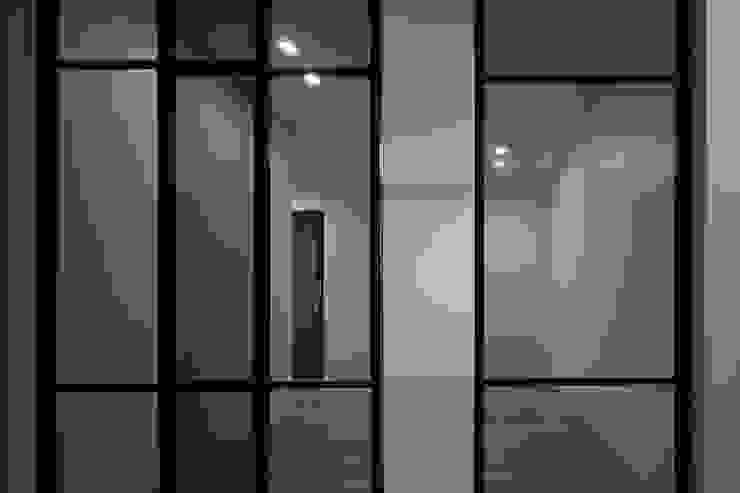세곡동 3가구 주택 모던스타일 복도, 현관 & 계단 by 틔움건축 모던