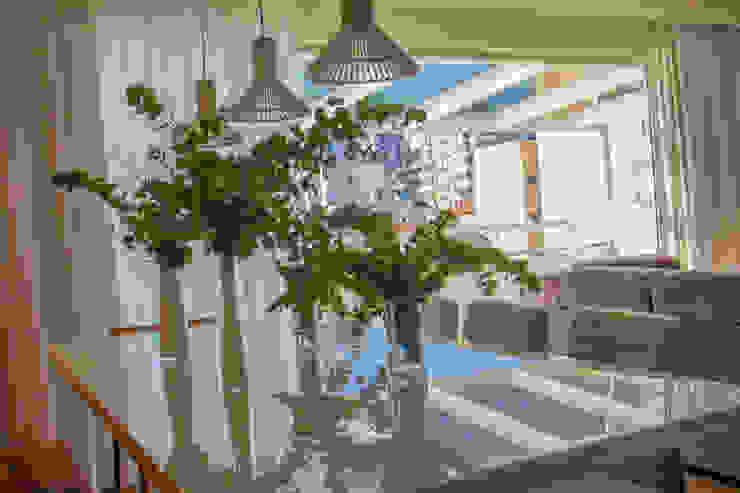Camila Cavalheiro arquiteta Livings de estilo tropical