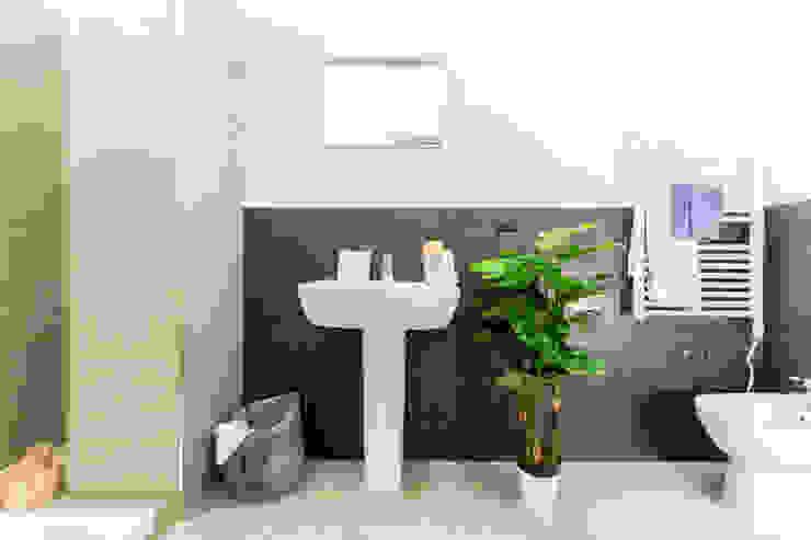 Salle de bain scandinave par homify Scandinave