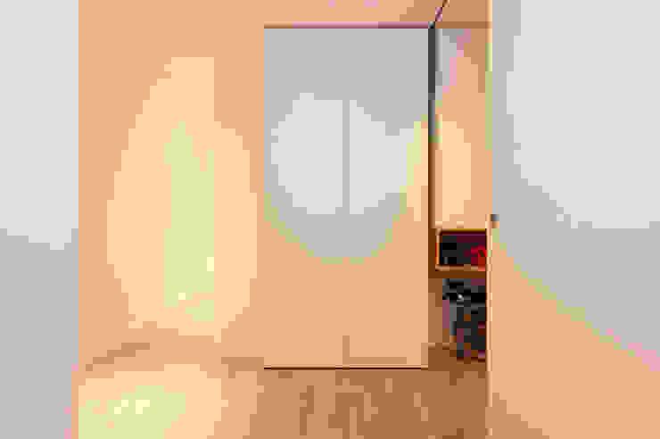 Sincro Corridor, hallway & stairs Storage Wood White