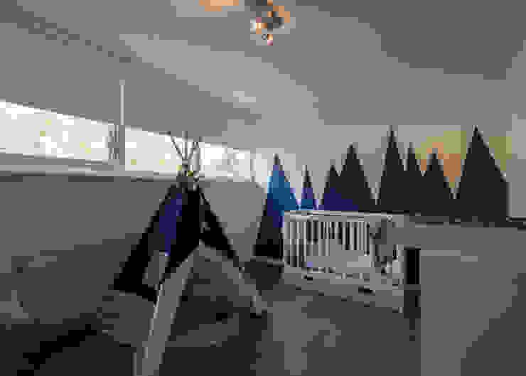 غرف الرضع تنفيذ By Lilian, حداثي خشب متين Multicolored