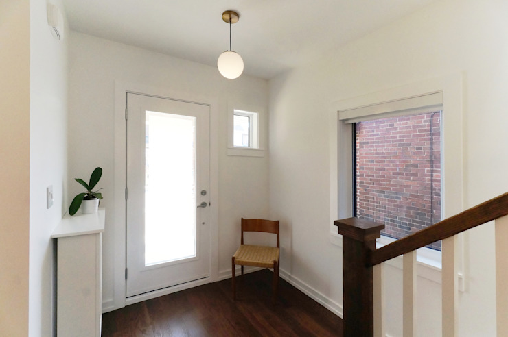 Oakwood Village House - Entrance Solares Architecture Eclectic style corridor, hallway & stairs Wood White