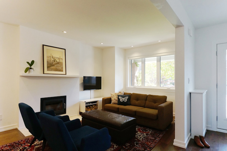 Oakwood Village House - Living Room Solares Architecture Eclectic style living room Wood White