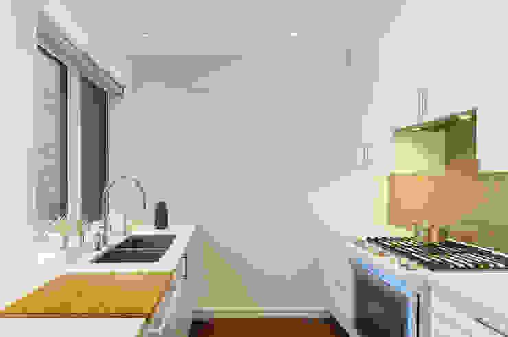 Oakwood Village House - Kitchen Solares Architecture Built-in kitchens Quartz White