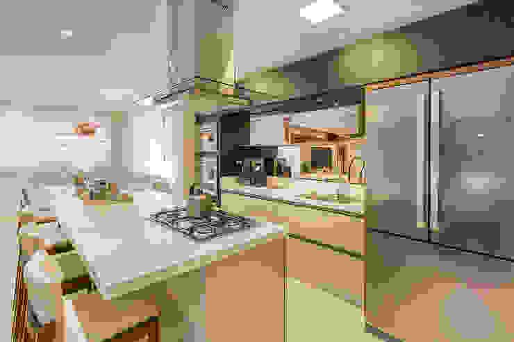 Nhà bếp phong cách hiện đại bởi Juliana Agner Arquitetura e Interiores Hiện đại