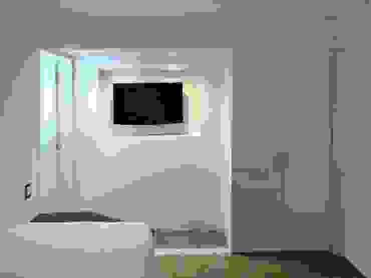 Apartamento de Playa RRA Arquitectura Cuartos de estilo minimalista Concreto Blanco