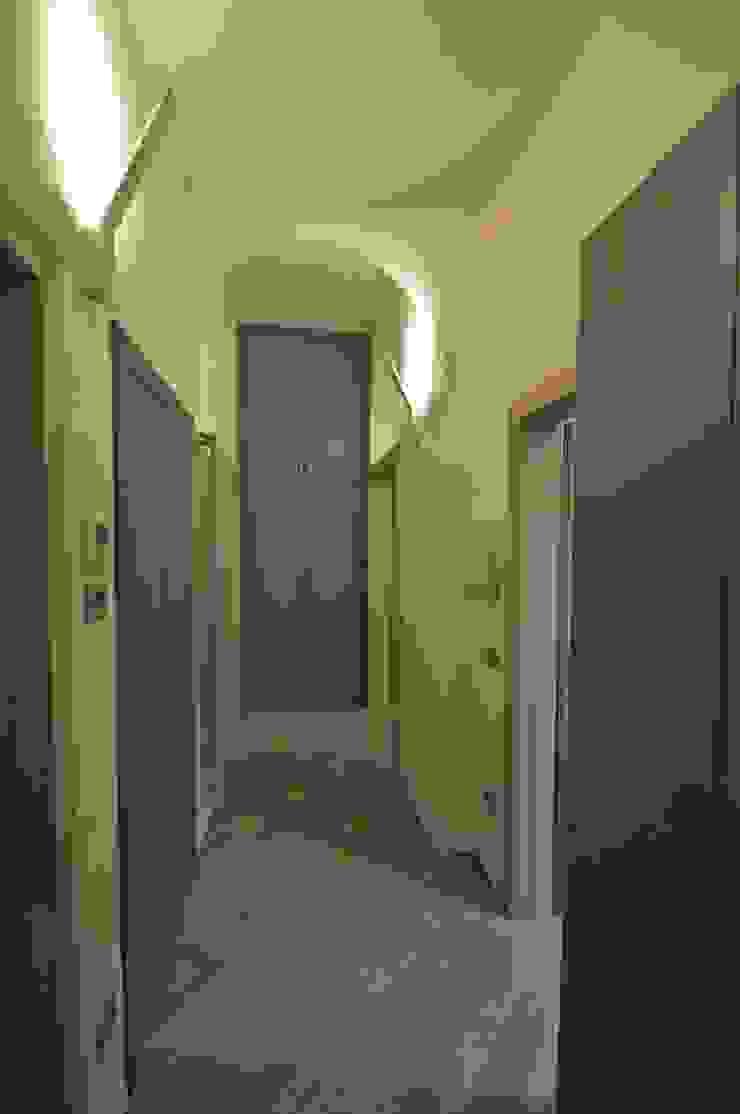 """Appartamento in centro storico """"Lui"""" Ingresso, Corridoio & Scale in stile moderno di Studio di Architettura IATTONI Moderno"""