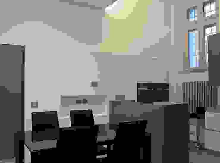 Appartamento in centro storico <q>Lui</q> Sala da pranzo moderna di Studio di Architettura IATTONI Moderno