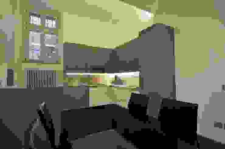 Appartamento in centro storico <q>Lui</q> Cucina moderna di Studio di Architettura IATTONI Moderno