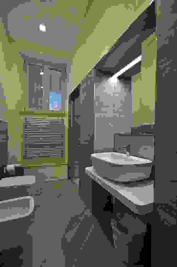 Appartamento in centro storico <q>Lui</q> Bagno moderno di Studio di Architettura IATTONI Moderno