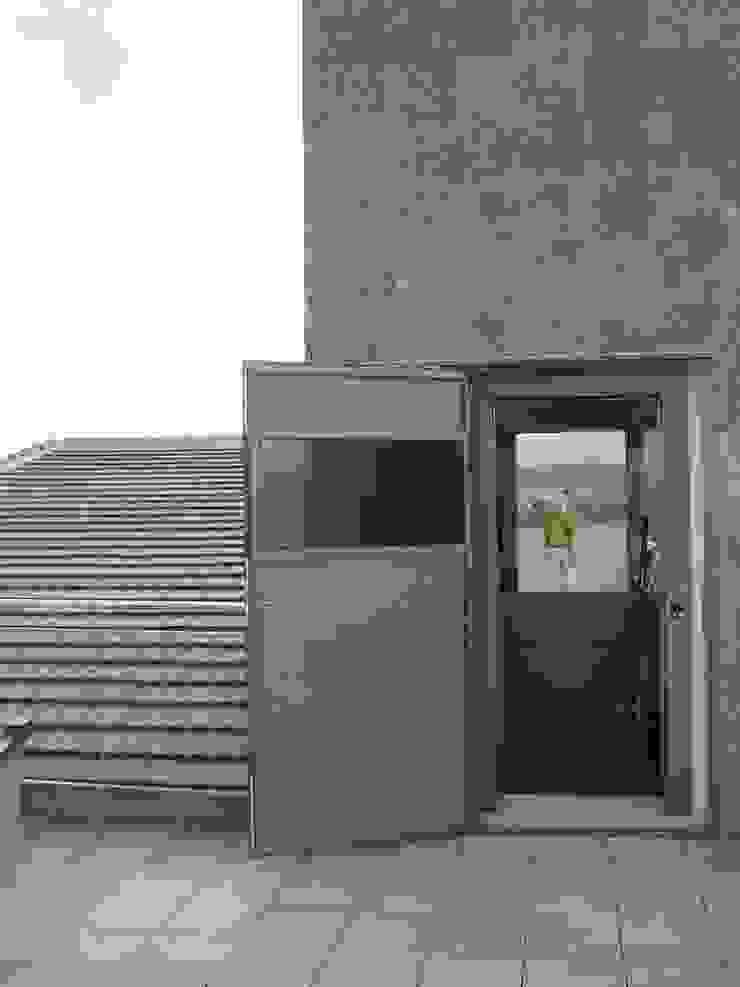 VIVIENDA UNIFAMILIAR EN TORRE GUIL, MURCIA Balcones y terrazas de estilo moderno de ARQUITECTO VIVIENDAS UNIFAMILIARES EN MURCIA Moderno
