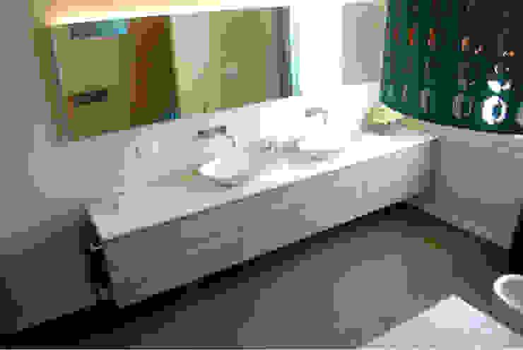 Salle de bain moderne par Due Punto Zero Moderne