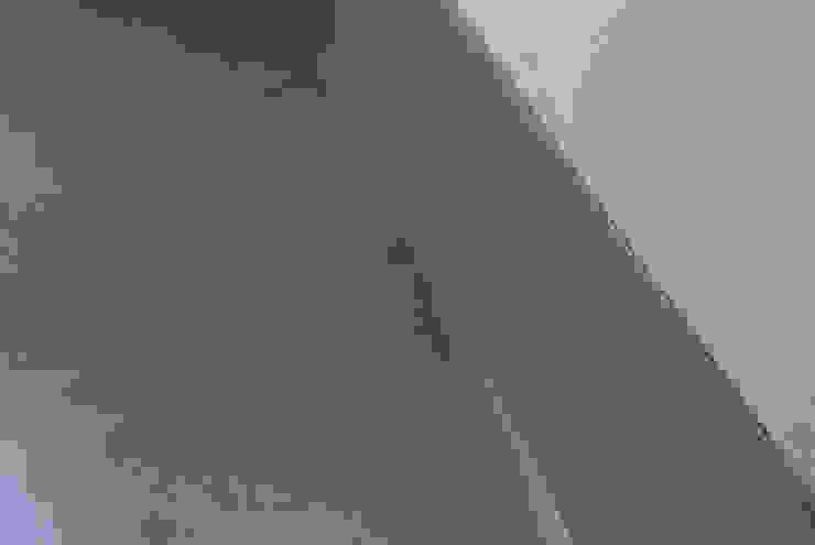 Particolare del battiscopa in resina Due Punto Zero Pavimento