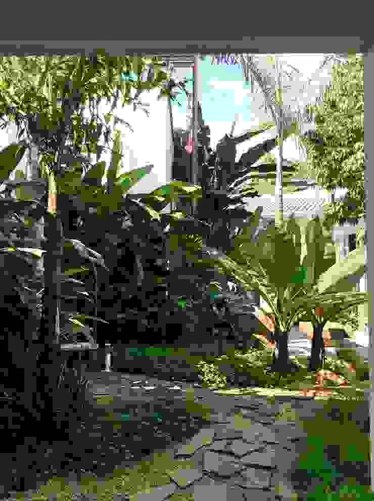 Residencia Coelho, Jardim. STUDIO AGUIAR E DINIS Taman Modern