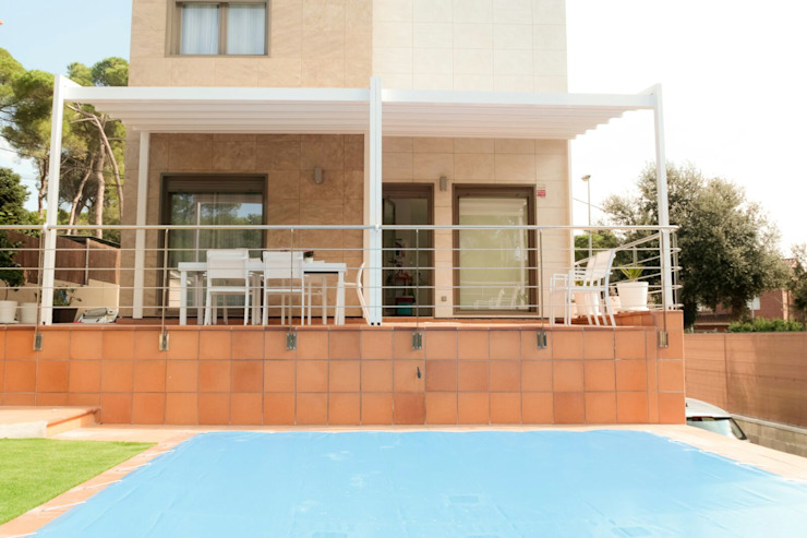 Tendals Egara Modern style balcony, porch & terrace