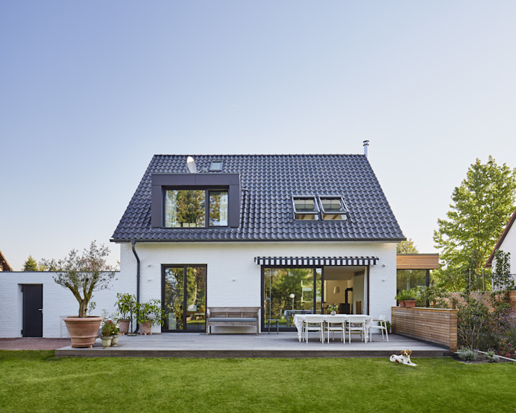 Single family home by Schreinerei Fischbach GmbH & Co. KG,