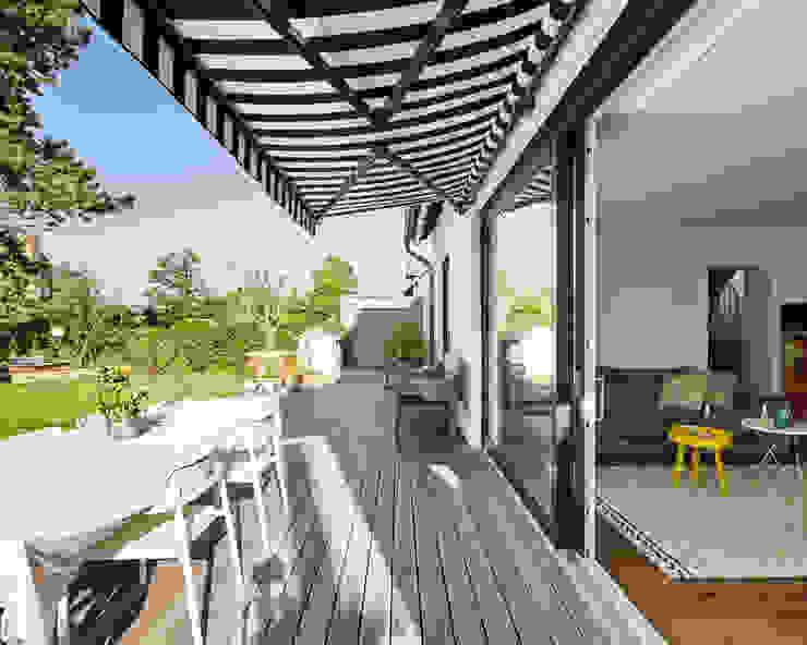 Ausbau eines Einfamilienhauses Schreinerei Fischbach GmbH & Co. KG Moderner Balkon, Veranda & Terrasse