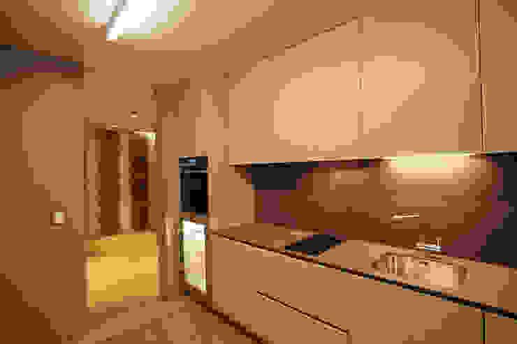 現代廚房設計點子、靈感&圖片 根據 NVE engenharias, S.A. 現代風