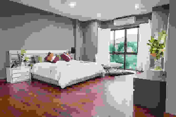 Residential Modern style bedroom by Eminent Enterprise LLP Modern