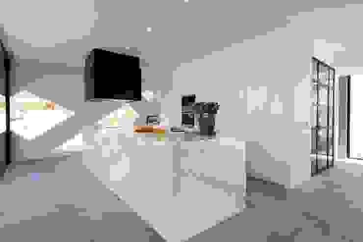 Villa Alex Cozinhas modernas por Moderestilo - Cozinhas e equipamentos Lda Moderno