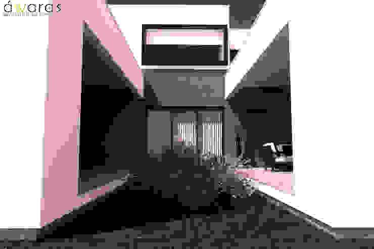 CASA LC | PATIO INTERNO de áwaras arquitectos Moderno