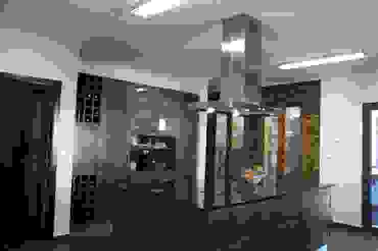 Rustic style kitchen by Moderestilo - Cozinhas e equipamentos Lda Rustic