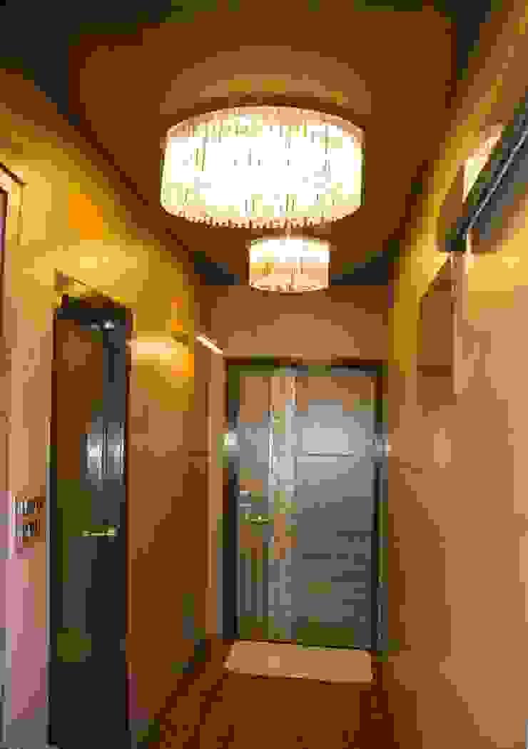Ms. Suman, Chembur Modern corridor, hallway & stairs by Aesthetica Modern