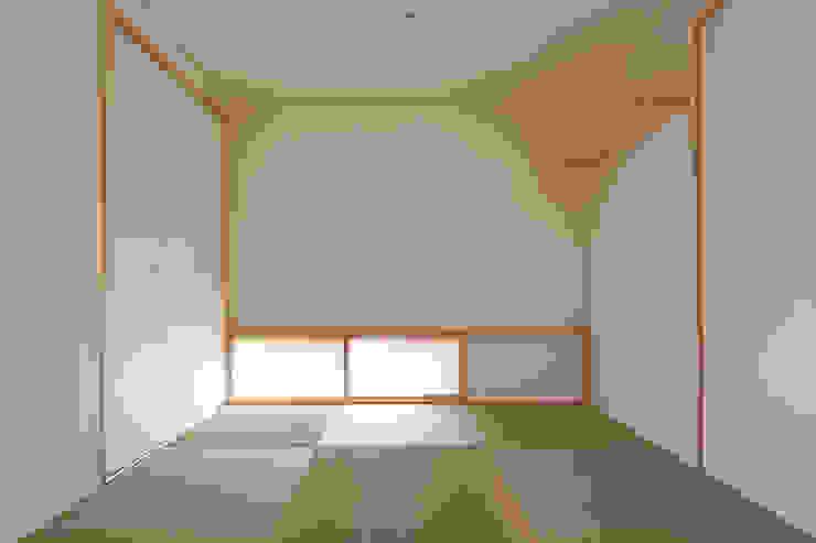 自然素材いっぱいの家 モダンデザインの 多目的室 の 株式会社 井川建築設計事務所 モダン