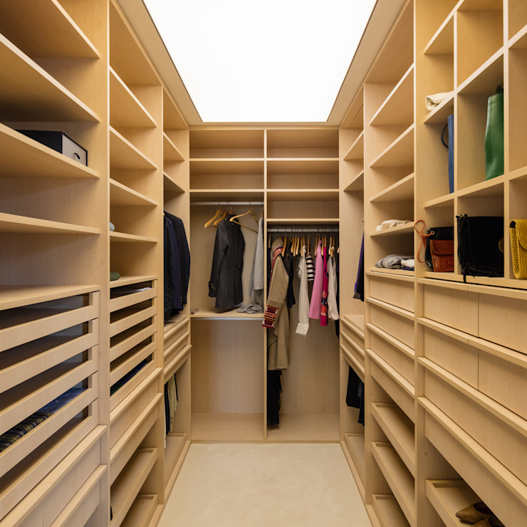Modern style dressing rooms by NVE engenharias, S.A. Modern