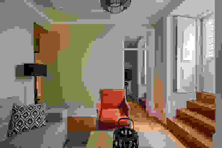 Salon moderne par NVE engenharias, S.A. Moderne