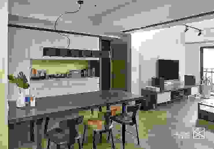 餐桌: 產業  by 禾廊室內設計, 工業風 鐵/鋼