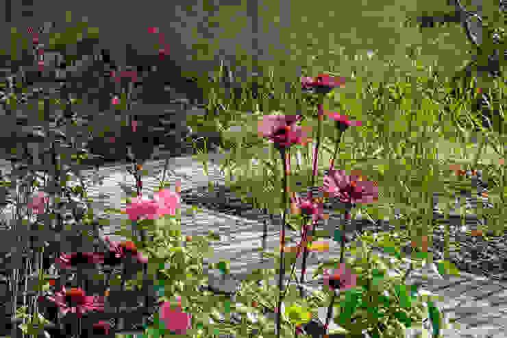 Rosen und Purpursonnenhut guba + sgard Landschaftsarchitekten Moderner Garten