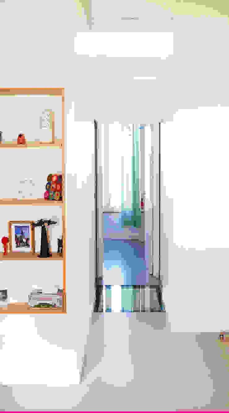 Minimalist corridor, hallway & stairs by Lüd studio d'architecture Minimalist Glass