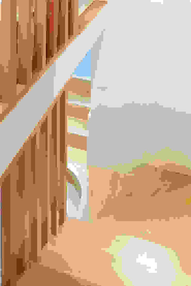 Minimalist corridor, hallway & stairs by Lüd studio d'architecture Minimalist Wood Wood effect