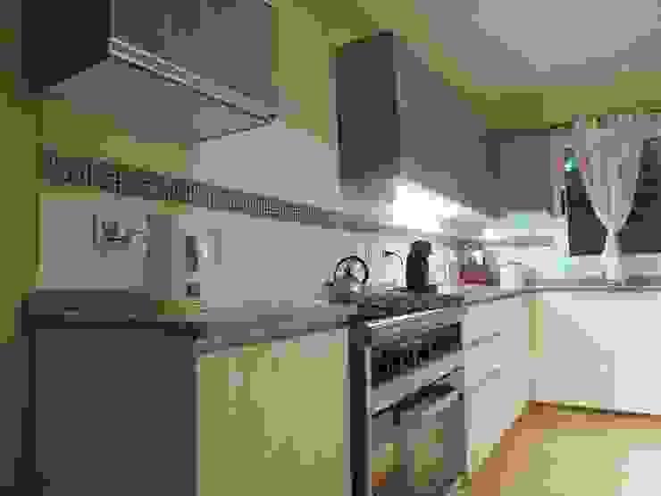 VIVIENDA PRO.CRE.AR Cocinas modernas: Ideas, imágenes y decoración de SENDRA Moderno