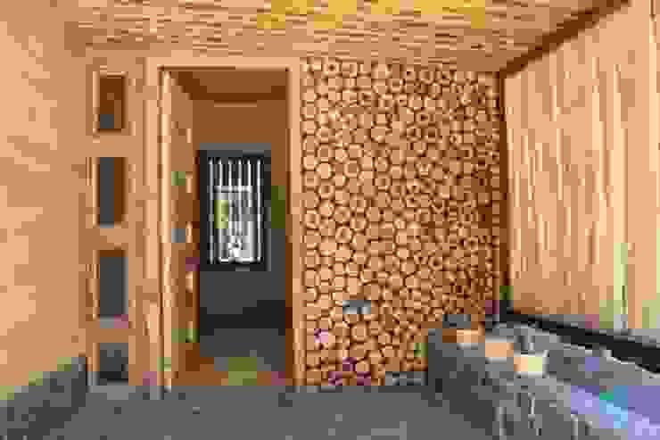 CASA DE FARDOS, FUNDO MILLACO, PICHILEMU Casas de estilo rústico de KIMCHE ARQUITECTOS Rústico Madera Acabado en madera