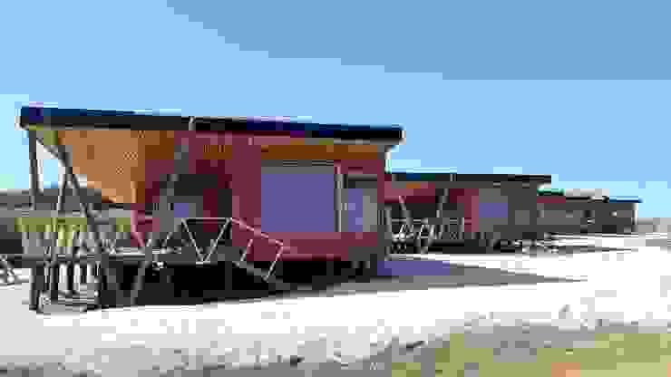 CABAÑAS, SECTOR EL PANGAL, PICHILEMU Casas de estilo mediterráneo de KIMCHE ARQUITECTOS Mediterráneo Madera Acabado en madera
