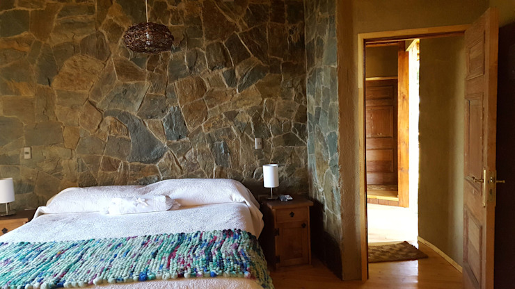 Rustic style bedroom by KIMCHE ARQUITECTOS Rustic Stone