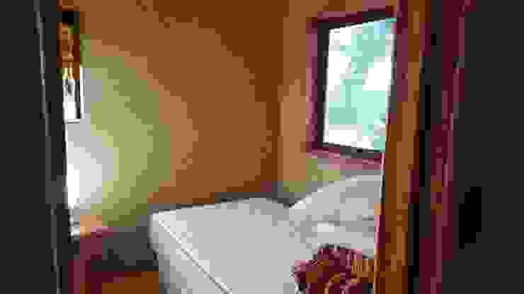 KIMCHE LODGE, CAMINO A CAHUIL, PICHILEMU Dormitorios de estilo rústico de KIMCHE ARQUITECTOS Rústico Arenisca