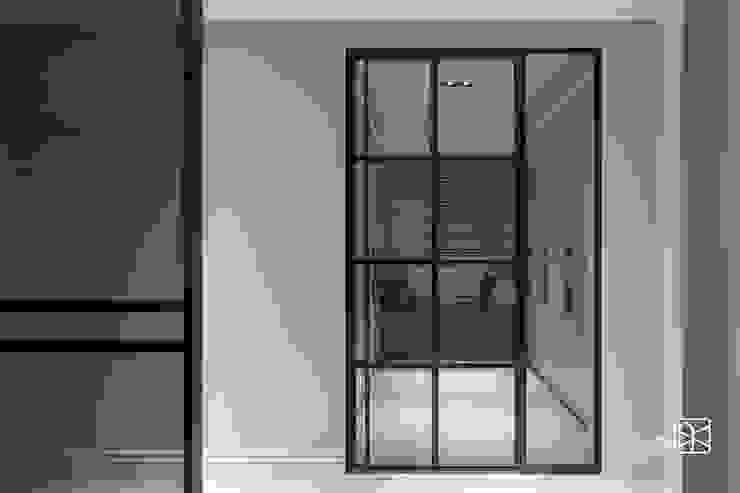 鐵件開門 Classic style dressing room by 禾廊室內設計 Classic Iron/Steel