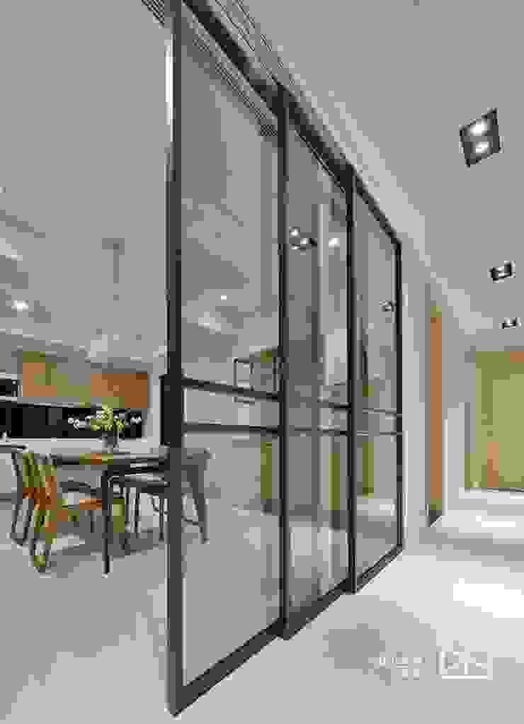 鐵件拉門: 經典  by 禾廊室內設計, 古典風 鐵/鋼