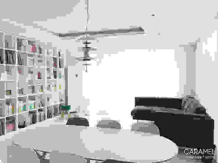 마이너스옵션_ 화이트 인테리어 모던스타일 거실 by 카라멜 디자인 스튜디오 모던