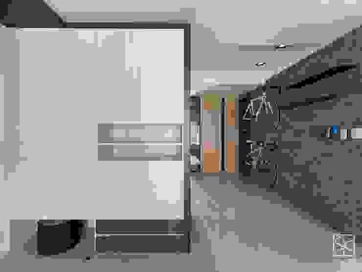 Corridor, hallway & stairs oleh 禾廊室內設計