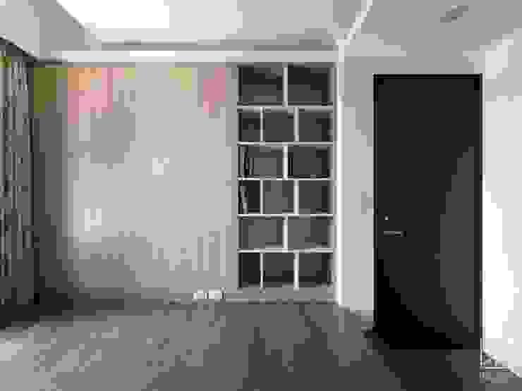 Camera da letto in stile  di 禾廊室內設計, Minimalista