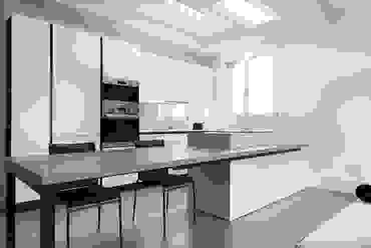 K12 Cucina minimalista di Andrea Picinelli Minimalista