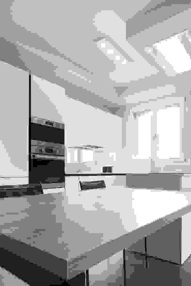 Andrea Picinelli Cocinas de estilo minimalista