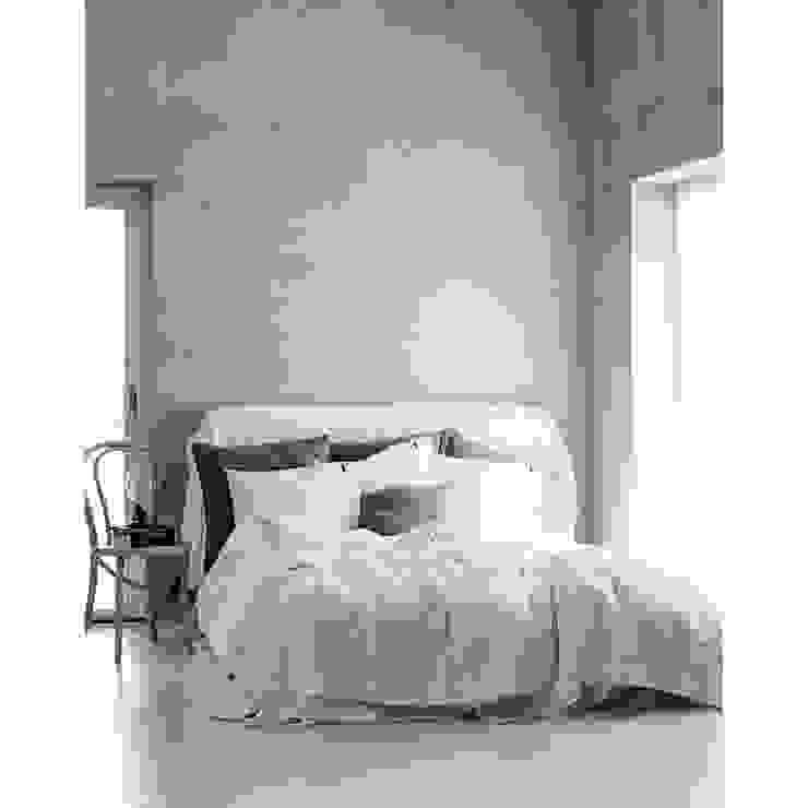 Scandinavian style bedroom by Petit Pont Scandinavian
